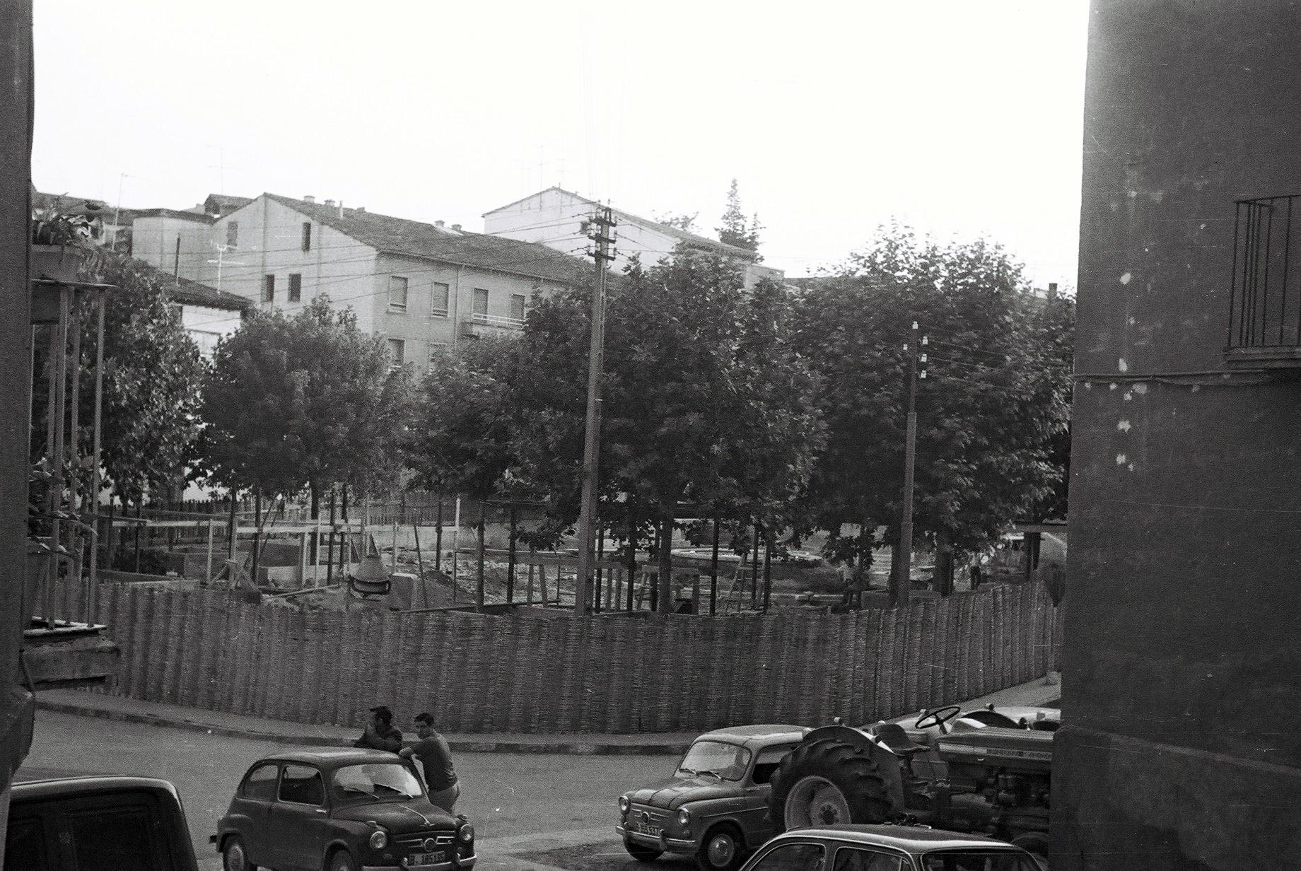 La Plaza En Obras. Padre Castel